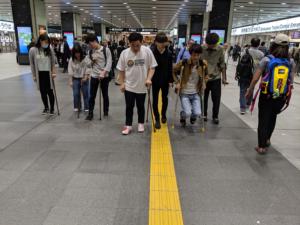 作業療法士学科 夜間部ゼミ「杖で歩きながら新大阪駅校内へ!」
