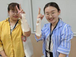 作業療法士学科 中国研修生コックアップスプリント作成