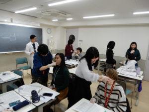 言語聴覚士学科 運動性構音障害の授業で検査演習