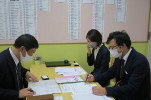 卒業生がキャリアセンターに来室されました!④