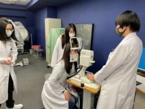 視能訓練士学科1年制 卒業生が検査練習で来校!