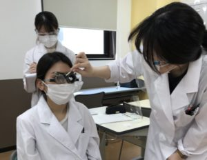 視能訓練士学科1年制 視力検査を実施しました!