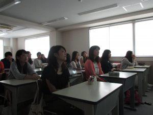 視能訓練士学科3年制 卒業研究の中間発表を行いました!