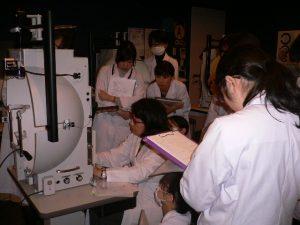 視能訓練士学科1年制 「視覚生理学実習」の授業を紹介!