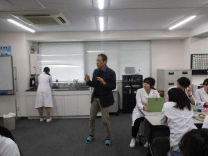 視能訓練士学科3年制 「コンタクトレンズ」に関する授業のご紹介!