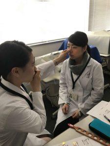 視能訓練士学科3年制 特別技術「検影法」をマスター!